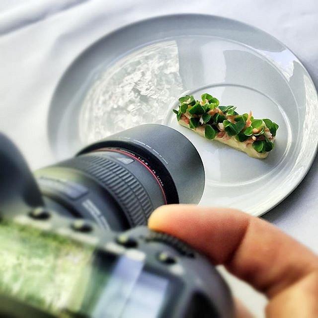 Sidste job inden 3 ugers ferie. Skyder lækker mad på Frederikshøj med chefen. #raisfoto #wassimhallal #wh #frederikshøj #aarhus #food #foodie #michelin #lovemyjob