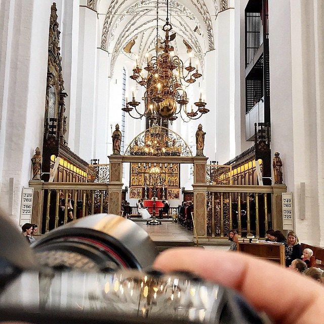 Shooting wedding 'till midnight. #raisfoto #bryllup #wedding #weddingphotographer #lovemyjob #love #church #aarhus