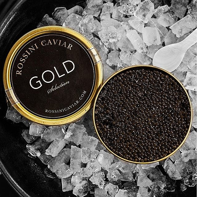 What's not to love  #caviar #instagood #rossini #rossinicaviar @rossinicaviar #raisfoto #lovemyjob #cookniche #chefstalk #blackpearls #beautiful #happy